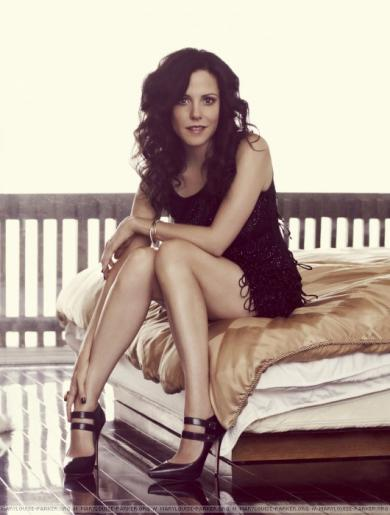 Mary_Louise_Parker_Nude_Legs_Hot.jpg